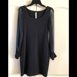 B44 dressed black knitted stretch dress